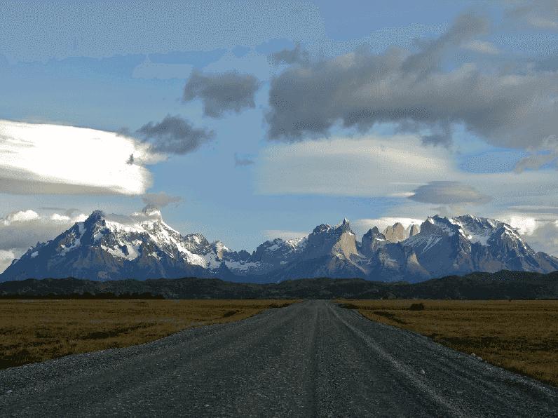 Indo de carro para o parque Torres Del Paine