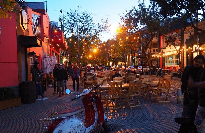 Vida noturna no outono de Buenos Aires