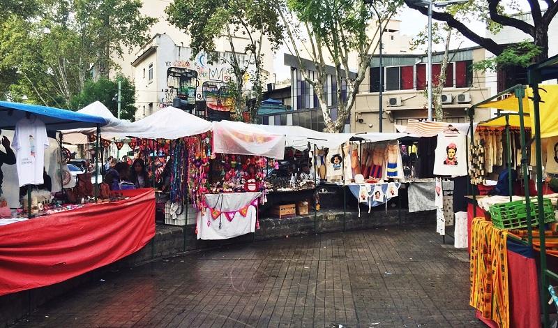 Compras na Plaza Serrano em Buenos Aires
