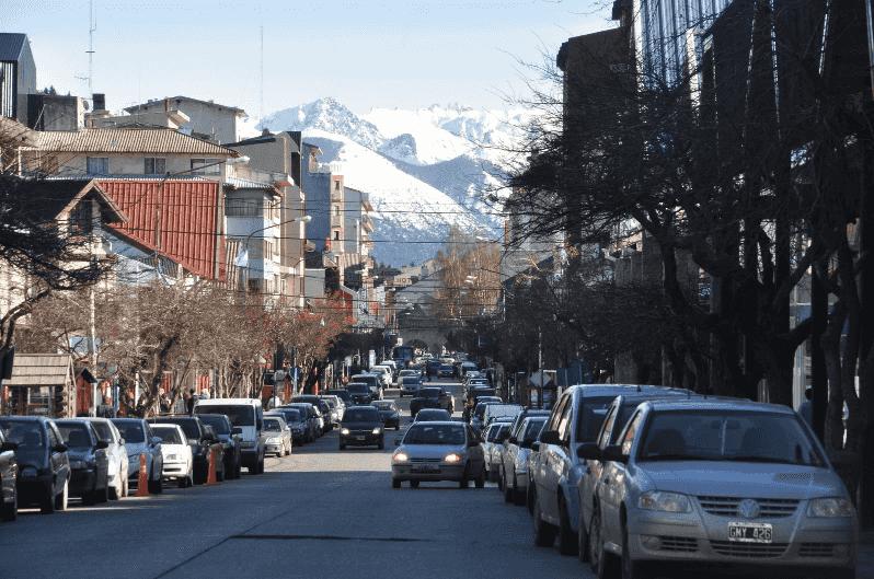 Como andar e se locomover em Bariloche: veículos na rua Mitre