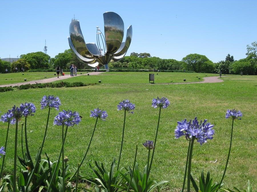 Ver a Floralis Generica no verão