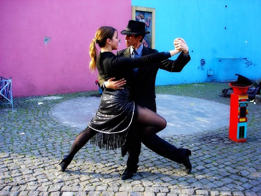 Onde assistir tango na rua em Buenos Aires