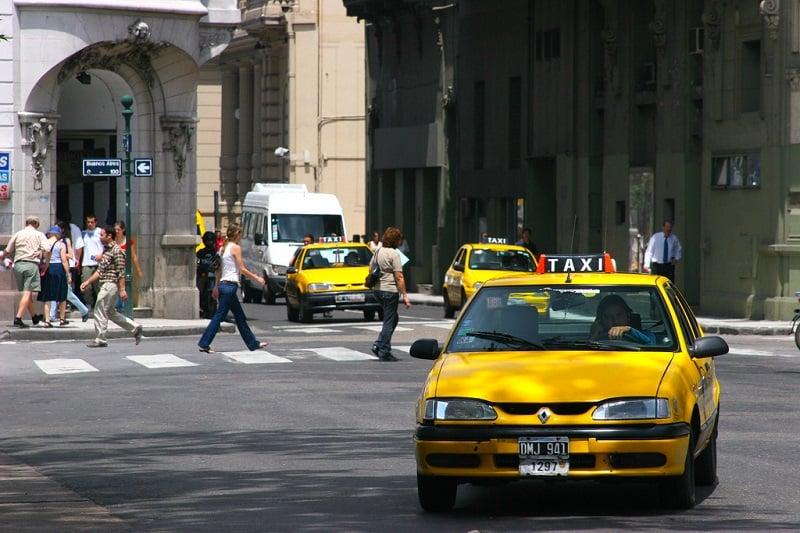 Como ir de táxi do Aeroporto Internacional Pajas Blancas até o centro de Córdoba