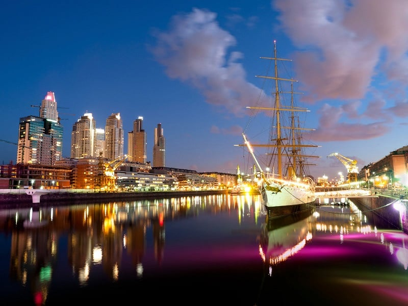 Puerto Madero em Buenos Aires à noite