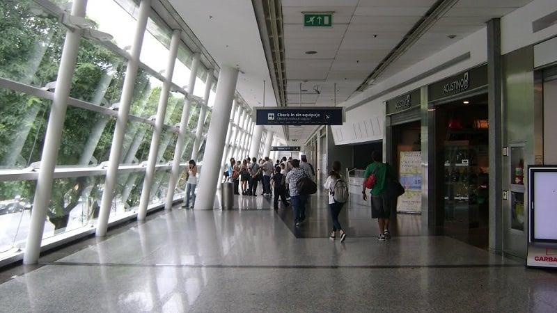 Estrutura e serviços do aeroporto Jorge Newbery em Buenos Aires