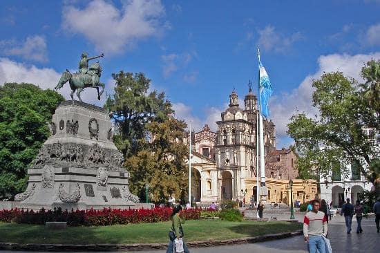 Roteiro de 6 dias em Córdoba: Plaza San Martín em Córdoba, Argentina