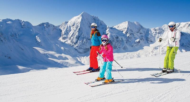 Turistas andando de esqui em Bariloche