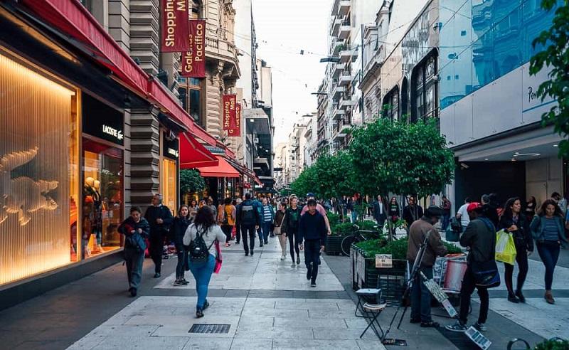 Turistas passeando por Buenos Aires