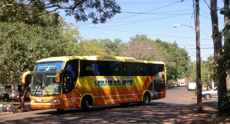 Ônibus no aeroporto de Puerto Iguazú